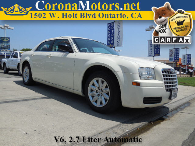 2008 Chrysler 300 LX Cool Vanilla 4-Speed AT 4-Wheel Disc Brakes AC AT Adjustable Steering