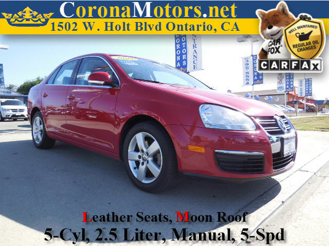 2009 Volkswagen Jetta Sedan SE Red 4-Wheel Disc Brakes 5 Cylinder Engine 5-Speed MT AC ABS