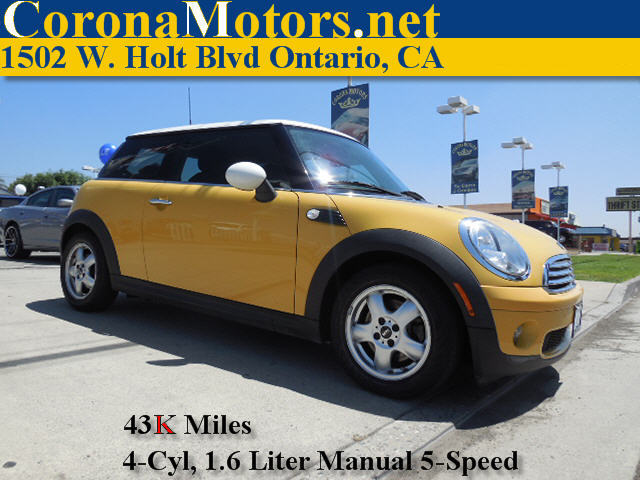 2009 Mini Cooper Hardtop Yellow 4 Cylinder Engine 4-Wheel Disc Brakes AC ABS Adjustable Stee