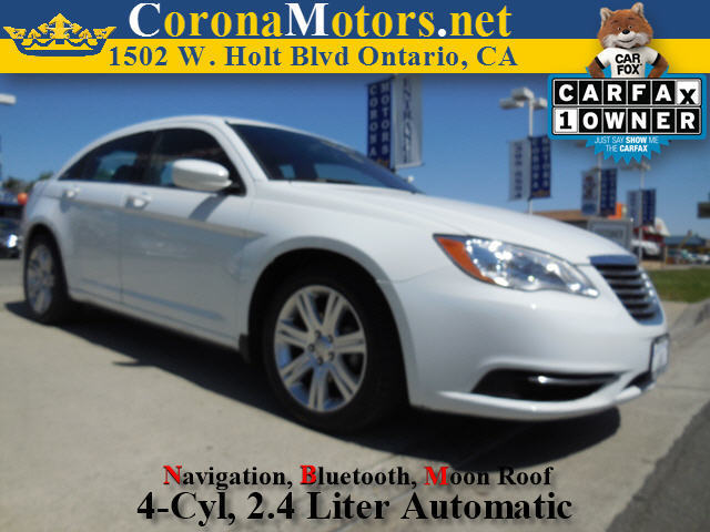 2012 Chrysler 200 Touring Bright White 4-Wheel Disc Brakes AC AT ABS Adjustable Steering Wh